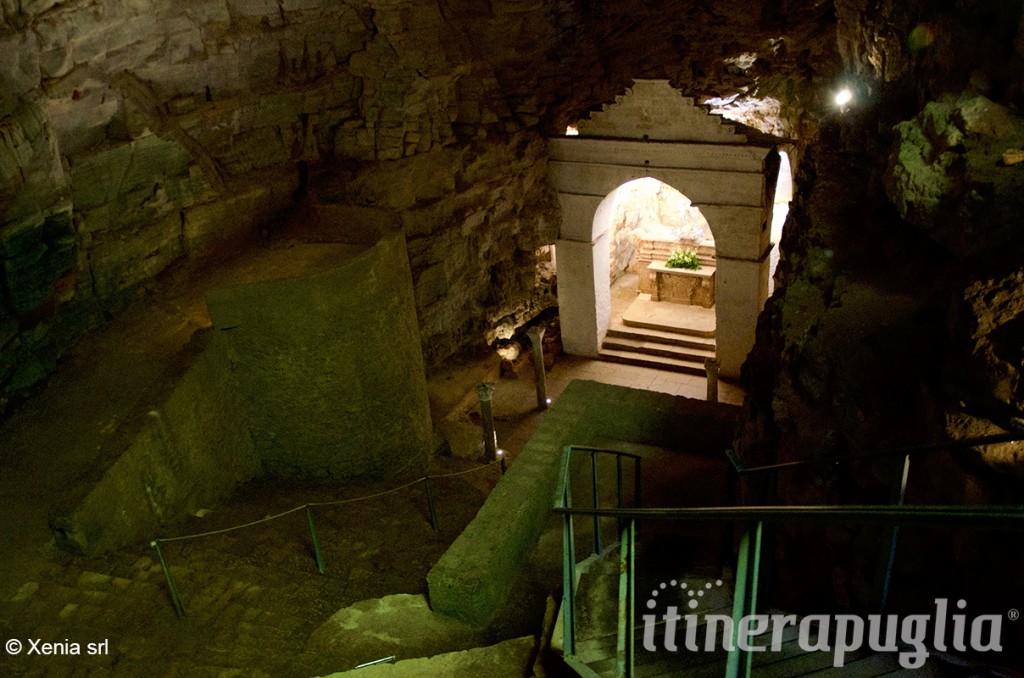 L'interno della Grotta di San Michele