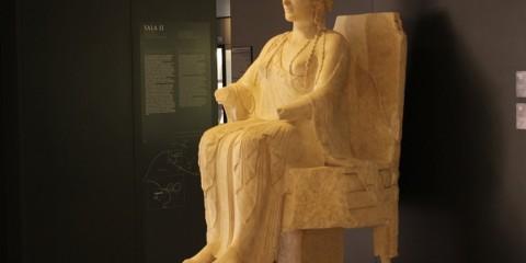 la dea in trono