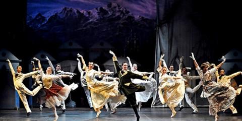 IL LAGO DEI CIGNI - BALLETTO DEL SUD - COREOGRAFIE DI FREDY FRANZUTTI - PH© LUIGI ANGELUCCI